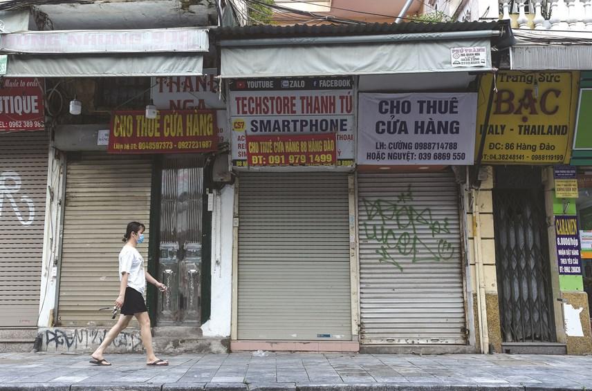 Nhiều cửa hàng, quán đóng cửa thực hiện chỉ thị để phòng dịch.