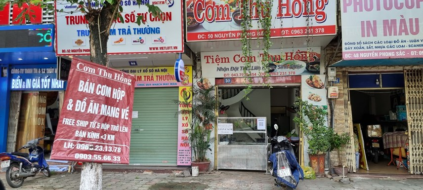 [ẢNH] Hà Nội: Hàng quán mở cửa đón khách, rửa ôtô, sửa xe máy đông khách  - Ảnh 1