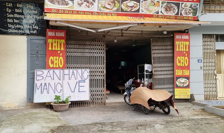 [ẢNH] Hà Nội: Hàng quán mở cửa đón khách, rửa ôtô, sửa xe máy đông khách  - Ảnh 2