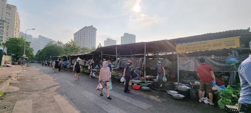 Tại các khu chợ dân sinh, mọi sinh hoạt của người dân hầu như trở lại bình thường.