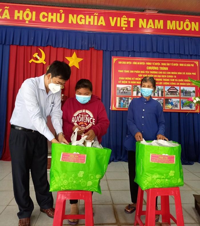 Huyện Xuân Lộc chăm lo đời sống người dân khó khăn vượt qua đại dịch Covid-19.