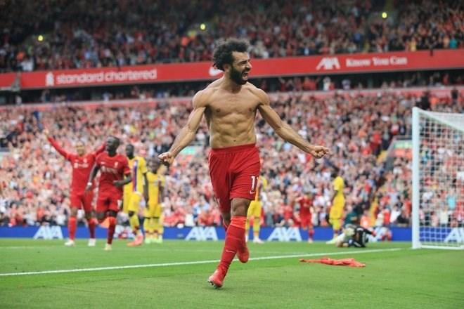 Salah cởi áo ăn mừng với bàn thắng nhân đôi cách biệt.