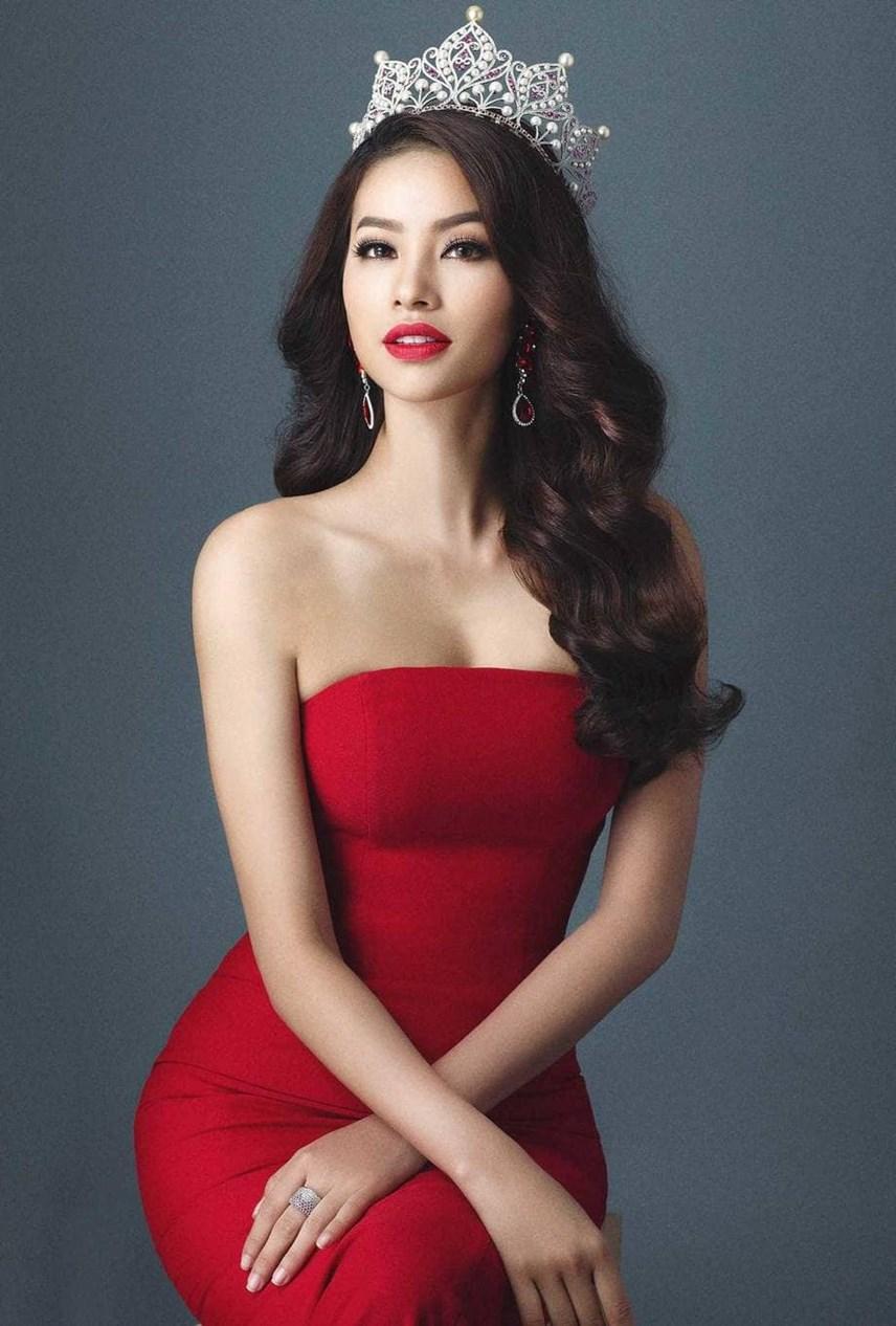 Phạm Hương đăng quang Hoa hậu Hoàn vũ Việt Nam 2015 và hiện tại đang sinh sống ở Mỹ.
