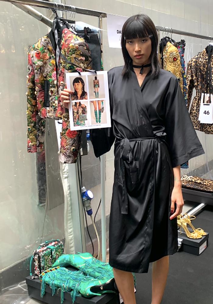 Phương Oanh khoe bộ cánh cô diện cho nhà mốt Dolce & Gabbana trong bộ sưu tập Xuân - Hè 2022.