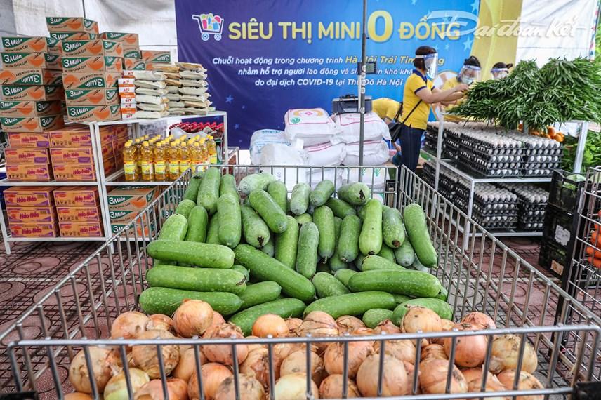 Tất cả các sản phẩm đều có nguồn gốc xuất xứ rõ ràng, được cung ứng từ những đơn vị lớn có uy tín tại địa phương, phân theo từng khu thực lương, thực phẩm khô, thực phẩm tươi, gia vị… để bà con dễ dàng lựa chọn.